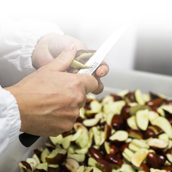 Marche - Macerata - Sigi Azienda Agricola Confetture - Lavorazione a mano delle giuggiole