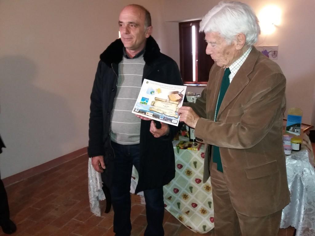 Bigazzi consegna il premio per Bipodiversità